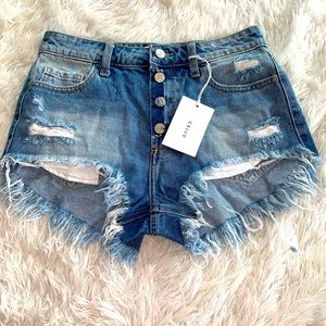 CELLO WOMANS DISTRESSED JEAN SHORTS